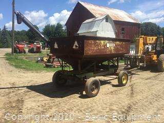 GRAVITY WAGON WITH AUGER