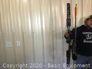 BEN PEARSON SPOILER PLUS COMPOUND BOW with hard case quiver and arrows
