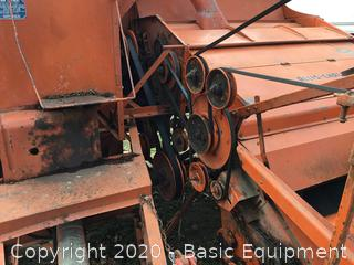 ALLIS CHALMERS ALL CROP 72 HARVESTER